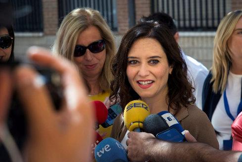 Isabel Díaz Ayuso, este domingo, tras votar.