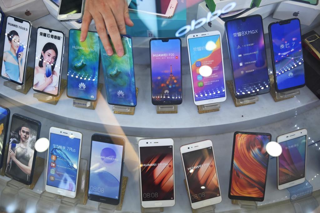 Teléfonos móviles de Huawei, en una muestra en la ciudad de Shanghai (China).