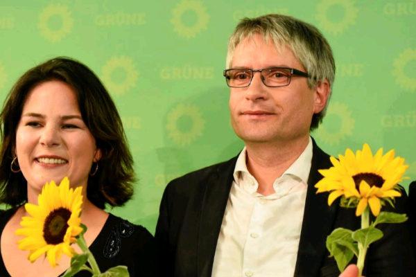 Annalena Baerbock y Sven Giegold, líderes de Los Verdes en Alemania, celebran los buenos resultados cosechados en las europeas.