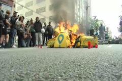 Repartidores protestan frente a la sede de Barcelona