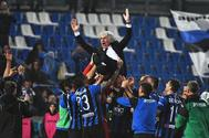 Reggio Emilia (Italy).- <HIT>Atalanta</HIT>'s head coach Gian Piero Gasperini (up) is tossed in the air by his players as they celebrate after the Italian Serie A soccer match between <HIT>Atalanta</HIT> Bergamo and US Sassuolo Calcio in Reggio Emilia, Italy, 26 May 2019. (Italia) EPA/