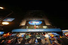 Los líderes del Partido Popular celebran los resultados electorales en la sede del partido, en Madrid.