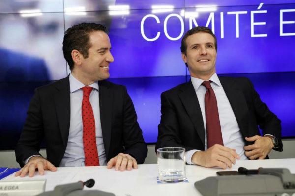 Teodoro García Egea y Pablo Casado, en la reunión del Comité Ejecutivo Nacional del PP.