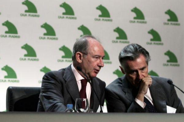Rodrigo Rato y Miguel Blesa conversan durante un foro participado por Caja Madrid en 2008.