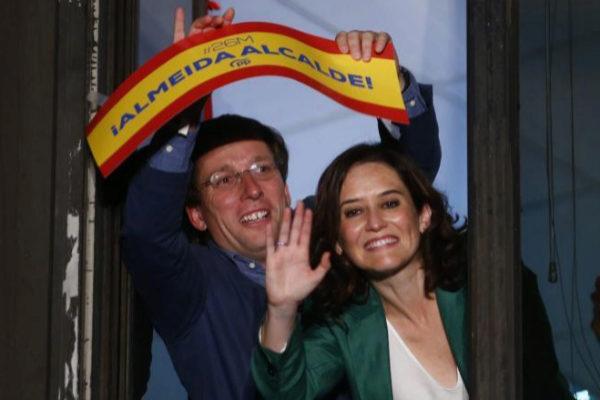 Almeida y Ayuso en la sede del PP tras las elecciones 26M