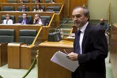 Atutxa en su etapa de parlamentario vasco.