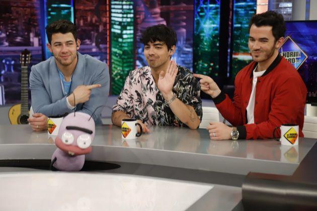 Los Jonas Brothers (Nick Jonas, Joe Jonas y Kevin Jonas) en El Hormiguero de Antena 3, donde Joe se disculpó por un spoiler de Juego de Tronos