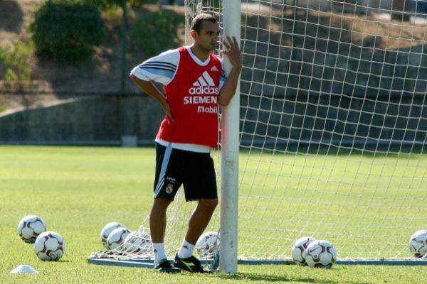 Raúl Bravo, durante un entrenamiento con el Real Madrid.