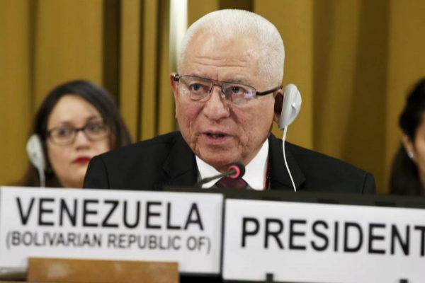 El representante de Venezuela, Jorge Valero, interviene en la Conferencia de Desarme, en Ginebra.
