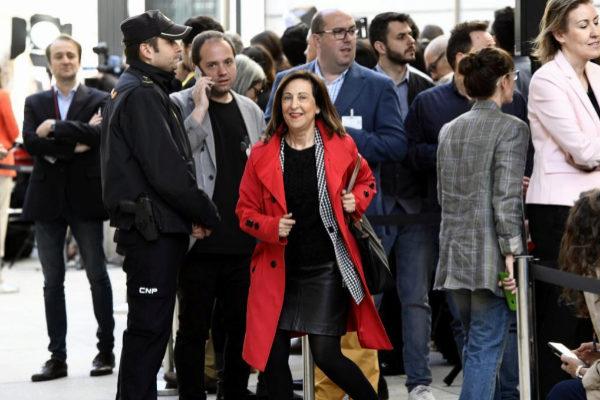 Congreso de los Diputados. XIII Legislatura. Pleno constituyente de la Mesa del Congreso. La ministra de Defensa, Margarita Robles.