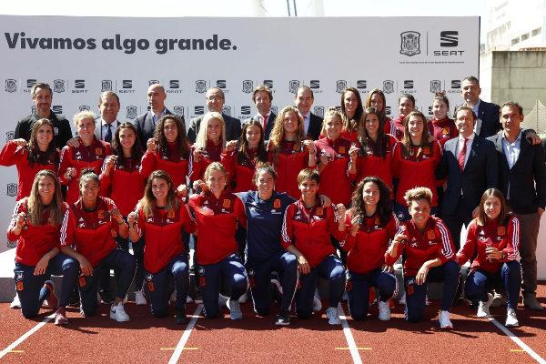 """La emotiva reacción de la Selección femenina de fútbol al recibir sus Seat: """"Es un privilegio para nosotras"""""""