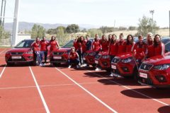"""La emotiva alegría de las jugadoras de España al recibir un coche: """"¡No me lo creo!"""""""