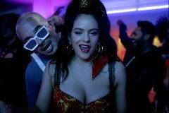 Rosalía y J. Balvin, en el vídeo de 'Con altura'.