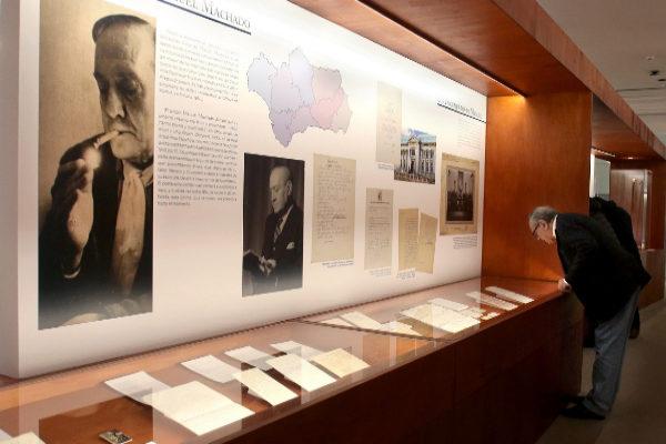 Una de las salas de la exposición de los Machado en la Fundación Unicaja.