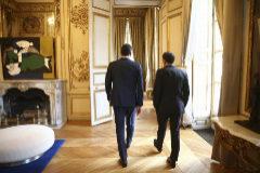 PARÍS (FRANCIA), 27.05.2019. El presidente del Gobierno en funciones, Pedro Sánchez, es recibido por el presidente francés, Emmanuel <HIT>Macron</HIT>, antes de una reunión este lunes en el Palacio del Elíseo en París, Francia. Pedro Sánchez y Emmanuel <HIT>Macron</HIT> hablarán esta noche en París de las alianzas que pueden tejer para que la derecha europea no vuelva a acaparar todo el poder en las instituciones de la UE. Firma: POOL Moncloa