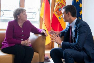 Pedro Sánchez, en su reunión con Angela Merkel en Bruselas