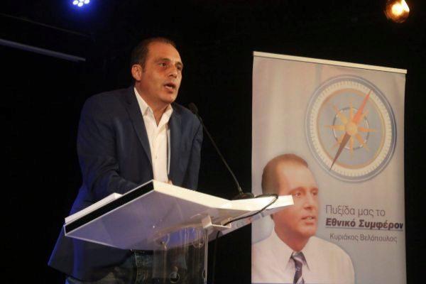 Kyriakos Velopóulos, del partido nacionalista Solución Griega.