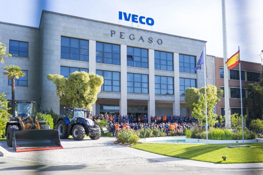 Concentración de Iveco tras la muerte de Verónica por el vídeo sexual