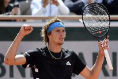 EPA7201. PARÍS (FRANCIA).- El tenista alemán Alexander <HIT>Zverev</HIT> celebra su victoria ante el australiano John Millman en el partido de la primera ronda del torneo de Roland Garros que se disputa en París (Francia).