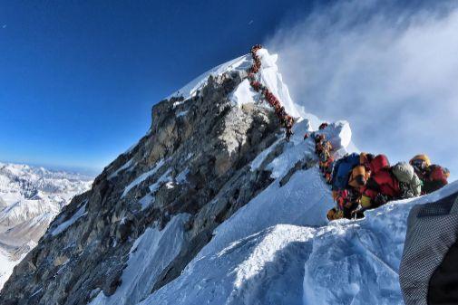 Las colas para subir al Everest son un ejemplo que tratará Cabezas de la equivocada concepción del turismo a partir del ensayo 'Manual del Antiturismo' de Christin.