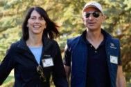 Mackenzie y Jeff Bezos, en Idaho, en el año 2013.
