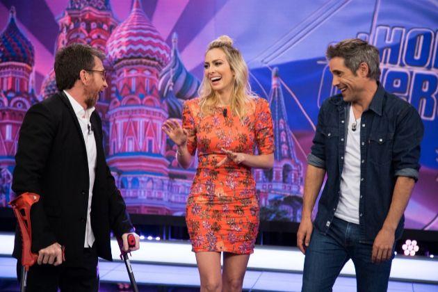 Pablo Motos con Kira Miró y Unax Ugalde en El Hormiguero de Antena 3, programa en el que la actriz tuvo un lapsus que indignó a los canarios