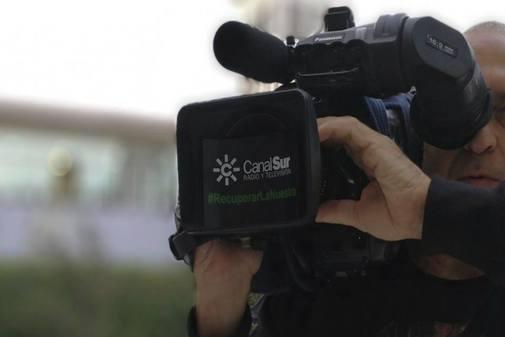 Un cámara de Canal Sur durante una grabación.
