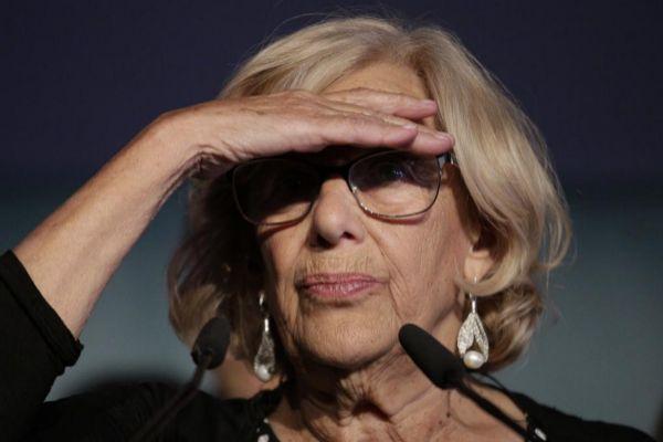 Manuela Carmena comparece ante los medios tras la noche electoral.