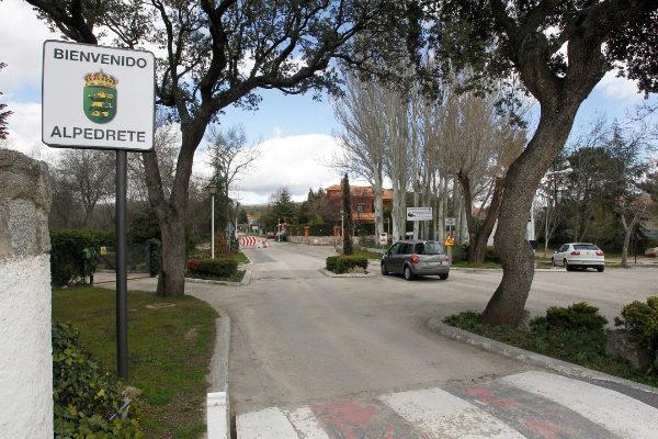 El municipio de Alpedrete, con un cartel de bienvenida.