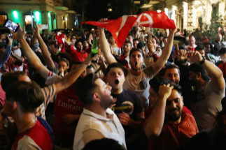 Los aficionados del Arsenal, el martes, en las calles de Bakú.