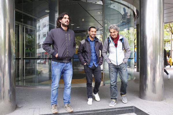 Los anestesistas Manuel Martínez(i) y Roberto Sánchez,(c). en el juzgado.