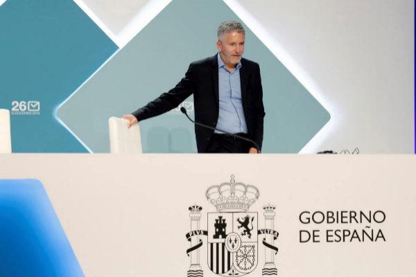 GRAF8043. MADRID.- El ministro del Interior Fernando Grande <HIT>Marlaska</HIT> (c), durante el recorrido las instalaciones del centro de datos para el seguimiento de las elecciones municipales y europeas.-