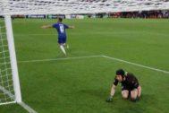 Hazard festeja el último gol de la noche en Bakú.