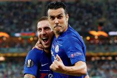 Hazard y Pedro celebran un gol al Arsenal.
