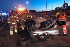 GRAF380. <HIT>VIGO</HIT>.- Tres personas han fallecido y otras dos han resultado heridas graves en un accidente de tráfico registrado en la tarde noche de este miércoles en la autopista AP-9, a su paso por <HIT>Vigo</HIT>.