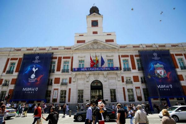 La puerta del Sol de Madrid preparada para el fin de semana de la...