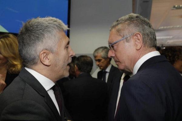 Alberto Ruiz-Gallardón, junto al ministro del Interior en funciones,...