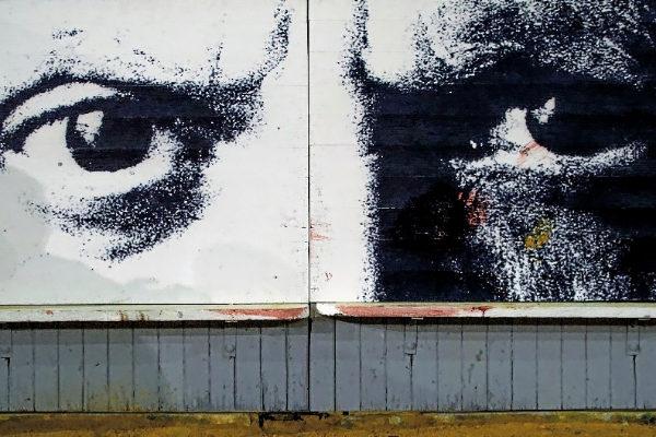 Los ojos de Picasso en un burladero de la plaza de toros de La Malagueta.