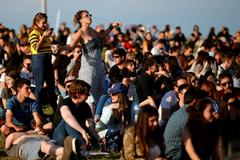 GRAF359. BARCELONA.- Ambiente durante la jornada inaugural gratuita del <HIT>Primavera</HIT> <HIT>Sound</HIT>, el macrofestival que mañana inicia su 19 edición en el Parc del Fòrum de Barcelona. Alejandro García