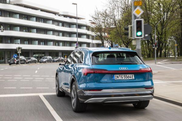 Audi lanza en Europa su servicio de información de semáforos Audi Traffic Light Information