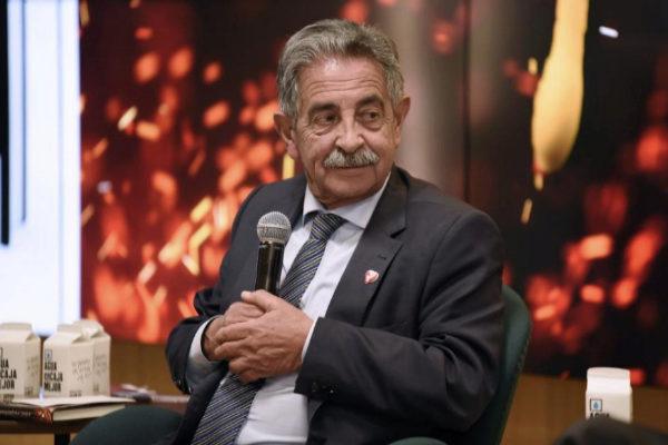 El presidente cántabro, Miguel Ángel Revilla, en la presentación de un libro.