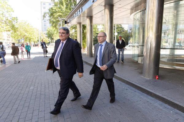 A la derecha, el jefe de servicio de digestivo de Osakidetza, JoséLuis Cabriada.