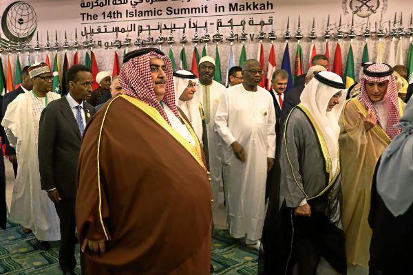 El ministro de Exteriores de Bahrein, Khalid bin Ahmed al-Khalifa, en un mitin en La Meca.