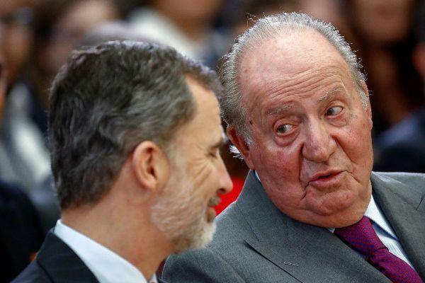 El rey Felipe junto a su padre el emérito Rey Juan Carlos