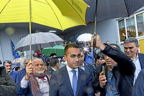 El líder del Movimiento Cinco Estrellas, Luigi Di Maio, tras votar en las elecciones europeas.