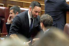 Santiago Abascal saludando a Albert Rivera en el Congreso.