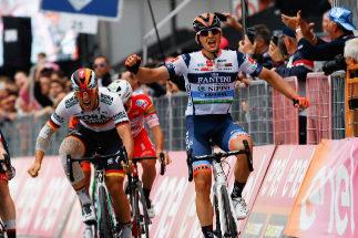 Una apasionante persecución anima el último 'sprint' del Giro