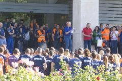 Los trabajadores de Iveco se manifiestan frente a la compañía.