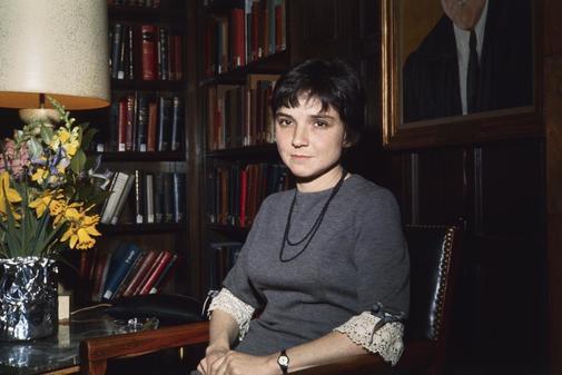 La poeta Adrienne Rich en la Universidad de Harvard, en los años 60.