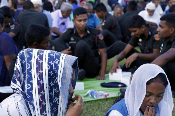 Colombo (<HIT>Sri</HIT> <HIT>Lanka</HIT>).- <HIT>Sri</HIT> <HIT>Lanka</HIT> armed forces personnel and civilians during the breaking of fast ceremony organized by the <HIT>Sri</HIT> <HIT>Lanka</HIT> Muslim Civil Society (SLMCS) on the lawn of the Municipal Council in Colombo, <HIT>Sri</HIT> <HIT>Lanka</HIT> 25 May 2019. There has been some sporadic violence and hatred directed at the Muslims in <HIT>Sri</HIT> <HIT>Lanka</HIT>, of whom the majority are ethnic Moors, following the April 21stEaster Sunday suicide bomb attacks by Islamic extremists that killed 258 people and injured at least 500, including at least 46 foreigners. Several civil society organizations have begun efforts to ease tensions and bring about normalcy through events with the participation of all races and religions. (Atentado) EPA/